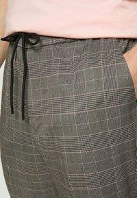 New Look - HAROLD TONAL CHECK PULL ON - Bukser - dark grey - 5