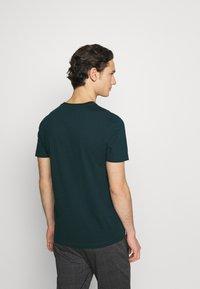 Calvin Klein - FRONT LOGO 2 PACK - T-shirt med print - green - 2