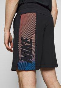 Nike Performance - FLEX SHORT - Korte broeken - black/black/hyper crimson - 5