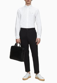 Calvin Klein - SLIM OXFORD - Formal shirt - calvin white - 1