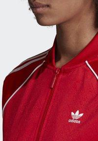 adidas Originals - SST TRACK TOP - Bombejakke - red - 3