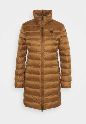 IMPERMEABILE LUNGHI IMBOTTITO - Kabát zprachového peří - brown