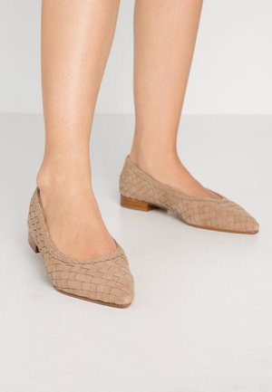 Ballet pumps - camel