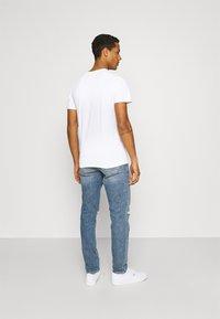 Jack & Jones - JCOROJAR TEE - T-shirt med print - white - 2