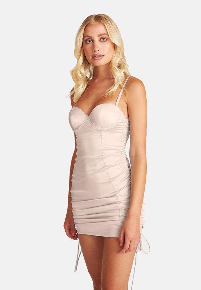 FREJA - Etui-jurk - nude