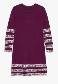 Guess - JUNIOR DRESS - Sukienka dzianinowa - baies sauvages - 0