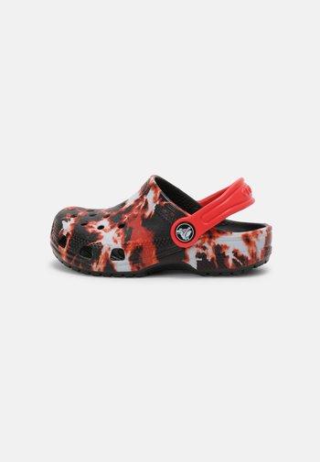 CLASSIC BLEACH DYE UNISEX - Pantofle - black/red