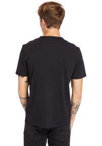 Timberland - Print T-shirt - black-wheat boot - 2
