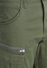 Jack & Jones - DRAKE CHOP AKM  - Cargo trousers - forest night - 4