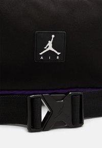 Jordan - JAN ALL GROUNDS CONVERTIBLE CROSSBODY BAG - Across body bag - black - 6