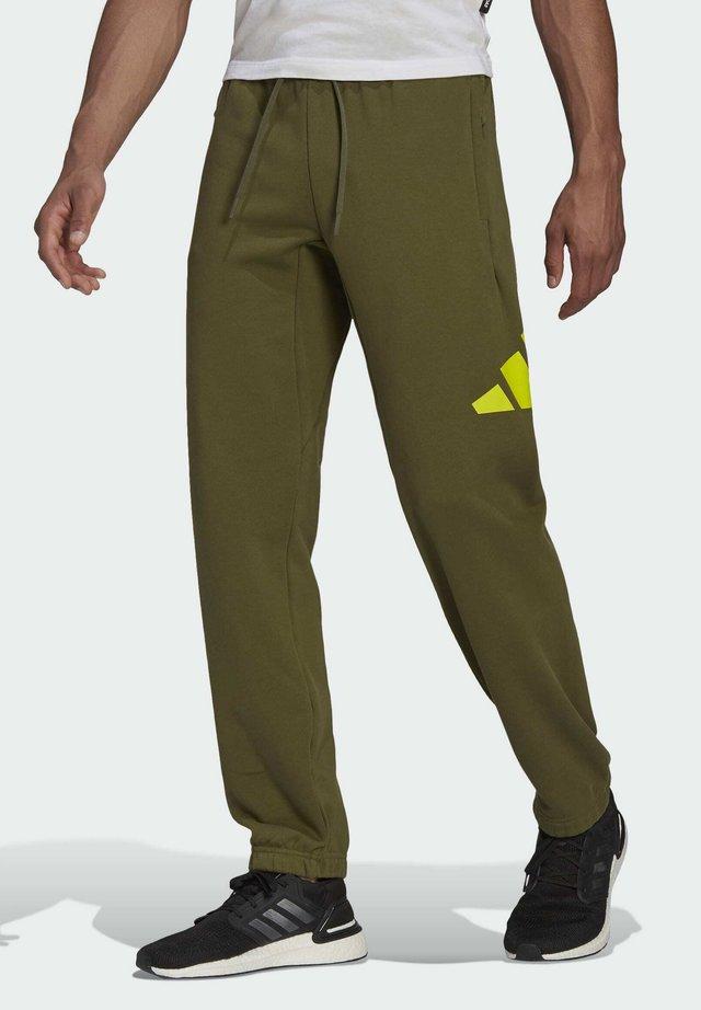 3B REGULAR PANTS - Tracksuit bottoms - olive