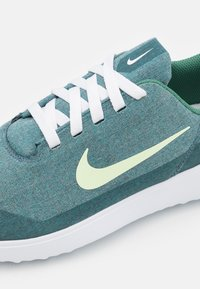 Nike Golf - VICTORY G LITE - Golfschoenen - green stone/barely volt/white - 5