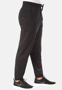 Vans - MN BASIC FLEECE PANT - Träningsbyxor - black - 2