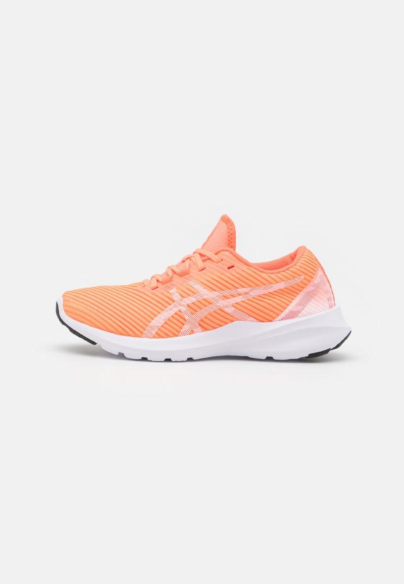 ASICS - VERSABLAST - Zapatillas de running neutras - sun coral/white