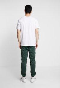Nike Sportswear - SUIT BASIC - Tepláková souprava - galactic jade/white - 4