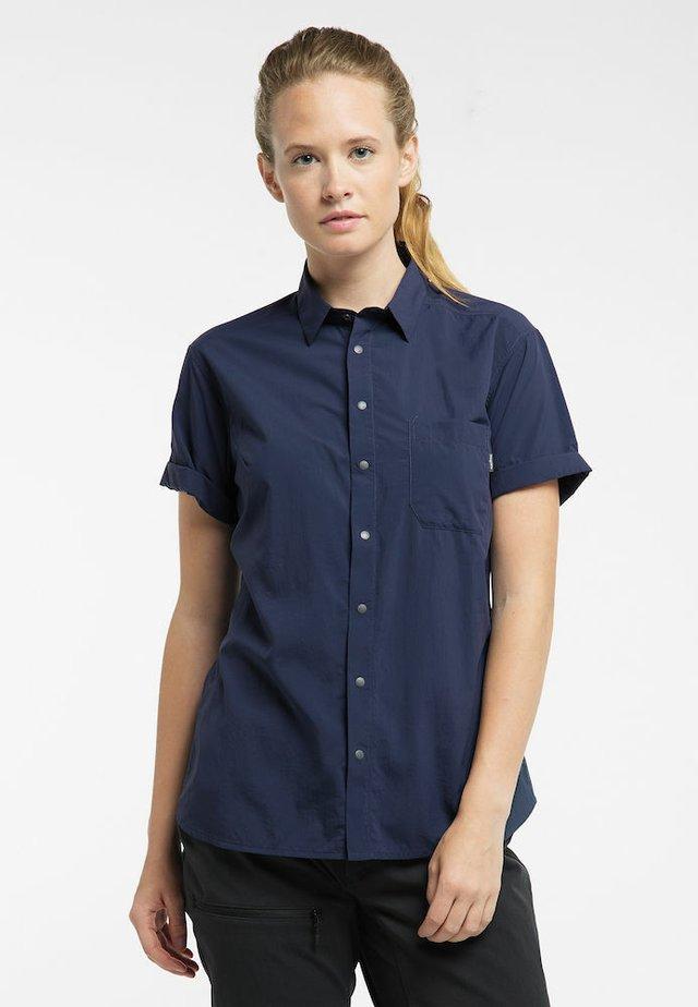 IDUN LITE SS SHIRT - Button-down blouse - tarn blue