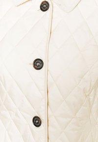 Barbour - BARBOUR OMBERLSEY QUILT - Lehká bunda - calico - 2