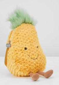 Jellycat - AMUSEABLE PINEAPPLE BAG - Taška spříčným popruhem - yellow - 6