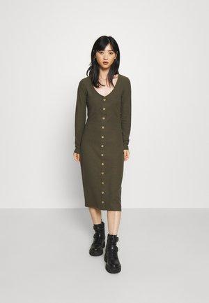 ONLNELLA BODYCON DRESS - Gebreide jurk - kalamata