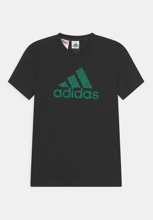 TEE - Camiseta estampada - black/green/collegiate green