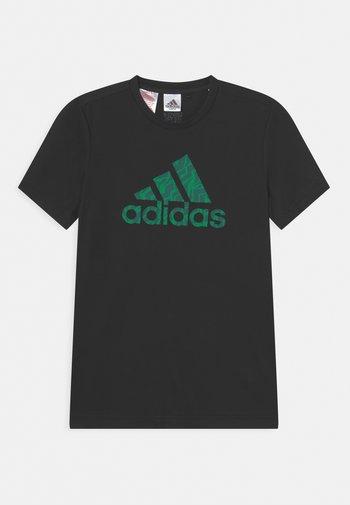 TEE - T-shirt z nadrukiem - black/green/collegiate green