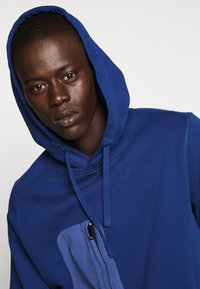 Peak Performance Urban - COMBINED HOOD - Hoodie - cimmerian blue - 5