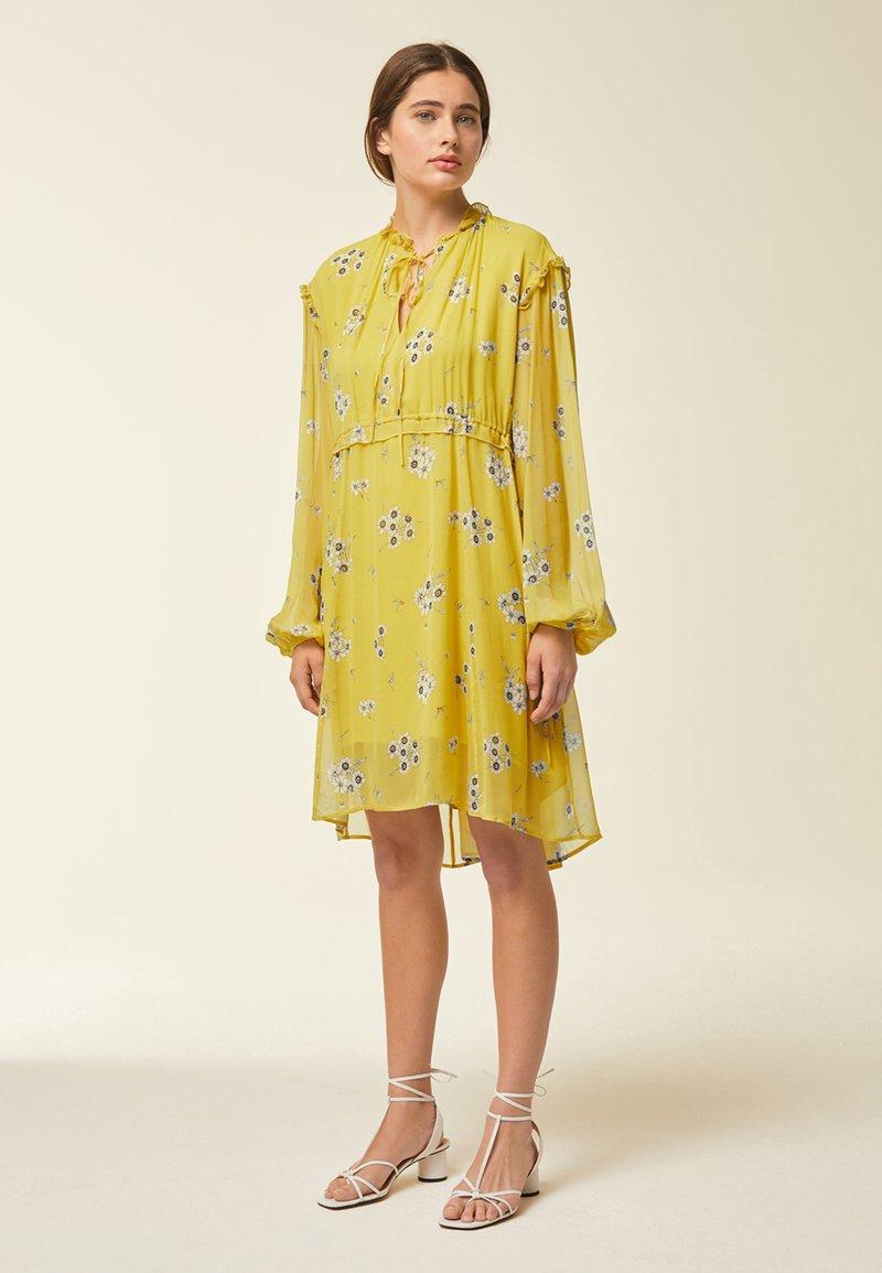 IVY & OAK - Day dress - yellow