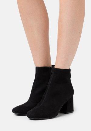 BASIC PERFORMER BOOT - Korte laarzen - black