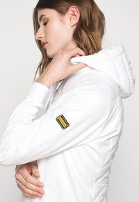 Barbour International - SPITFIRE - Light jacket - optic white - 4