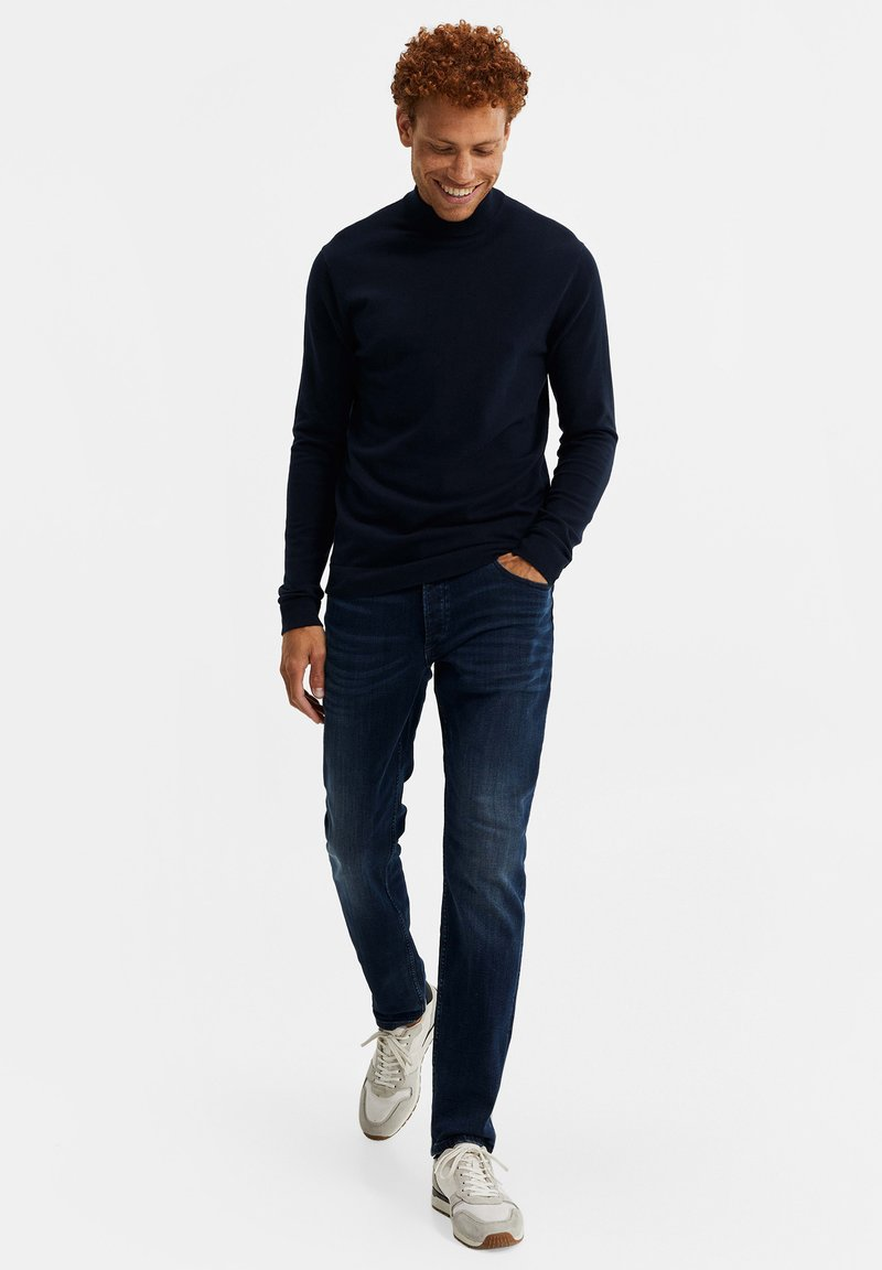 WE Fashion MET OPSTAANDE BOORD - Strickpullover - dark blue/dunkelblau QinY0A