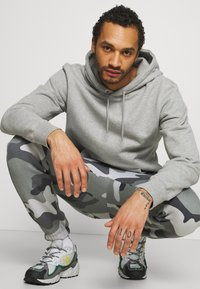 Hollister Co. - Tracksuit bottoms - green camo - 4