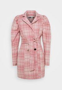 Missguided - BRUSHED CHECK BELTED BLAZER DRESS - Denní šaty - pink - 0