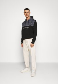 CLOSURE London - CUT SEW CHECKED HOODY - Bluza z kapturem - black - 1