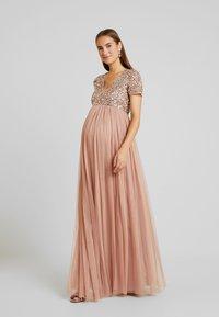 Maya Deluxe Maternity - V NECK SHORT SLEEVE DELICATE SEQUIN DRESS - Ballkjole - pale mauve - 0
