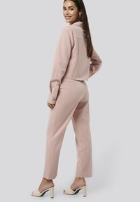 NA-KD - TAILORED CROPPED - Trousers - dusty pink - 3