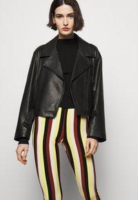 Stieglitz - BINDI FLARED - Trousers - chai - 3