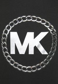 MICHAEL Michael Kors - CHAIN LOGO - Print T-shirt - black/silver - 5