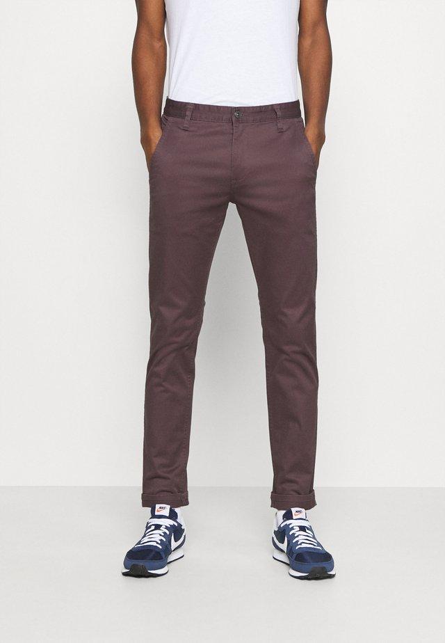 ALPHA ORIGINAL  - Pantalones chinos - raisin