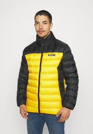 HYPER JACKET - Lehká bunda - black/ mustard