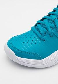 K-SWISS - COURT EXPRESS CARPET UNISEX - Carpet court tennis shoes - algiers blue/black/white - 5