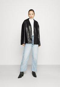 NA-KD - PATCH POCKET JACKET - Faux leather jacket - black - 1