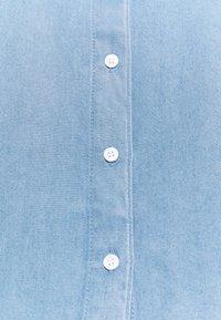ONLY - ONLBILLIE DENIM LIFE DNM SHIRT QYT - Košile - medium blue denim - 2