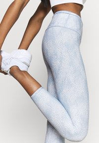Cotton On Body - REVERSIBLE 7/8 - Leggings - sea spray/baltic blu - 3