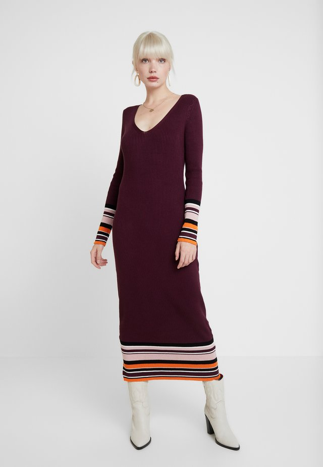 Stickad klänning - winetasting
