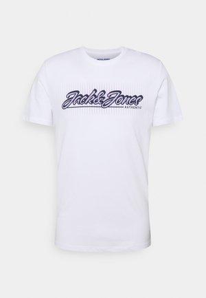 JORBOOSTER TEE CREW NECK - Print T-shirt - white