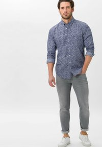BRAX - STYLE CHRIS - Slim fit jeans - luminous grey used - 1