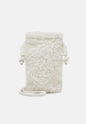 ADDI BAG - Telefoonhoesje - soft cream