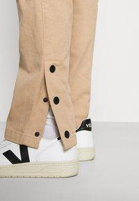 Mennace - POPPER PULL ON PANT - Trousers - stone - 5