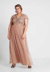 Lace & Beads Curvy - PAQUITA MAXI - Společenské šaty - taupe - 0