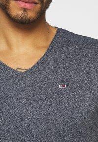 Tommy Jeans - SLIM JASPE V NECK - T-shirt - bas - twilight navy - 5
